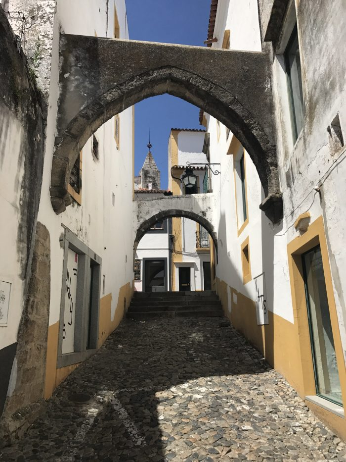 evora portugal alleyways 700x933 - A day trip from Lisbon to Évora, Portugal