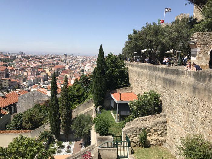 alfama gardens castle sao jorge 700x525 - A visit to Sao Jorge Castle & Alfama in Lisbon, Portugal