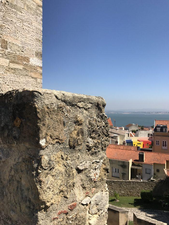 castelo sao jorge lisbon 700x933 - A visit to Sao Jorge Castle & Alfama in Lisbon, Portugal