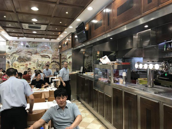 cervejaria ramiro restaurant lisbon 700x525 - The best seafood restaurants in Lisbon, Portugal