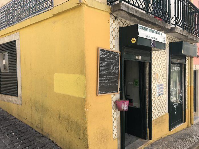 churrasqueria del paz seafood restaurant lisbon 700x525 - The best seafood restaurants in Lisbon, Portugal