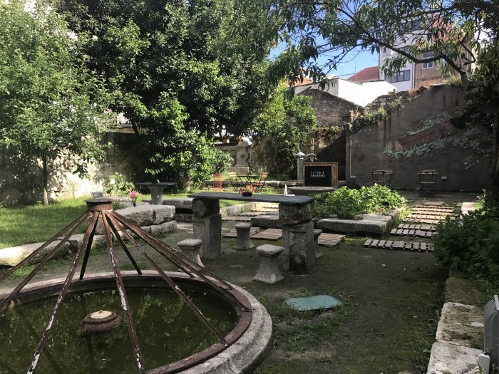 letraria craft beer garden 700x525 - The best craft beer in Porto, Portugal