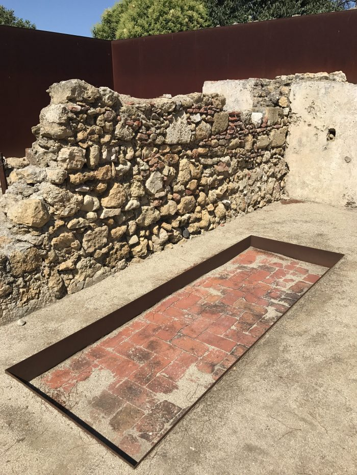 lisbon castle ruins 700x933 - A visit to Sao Jorge Castle & Alfama in Lisbon, Portugal