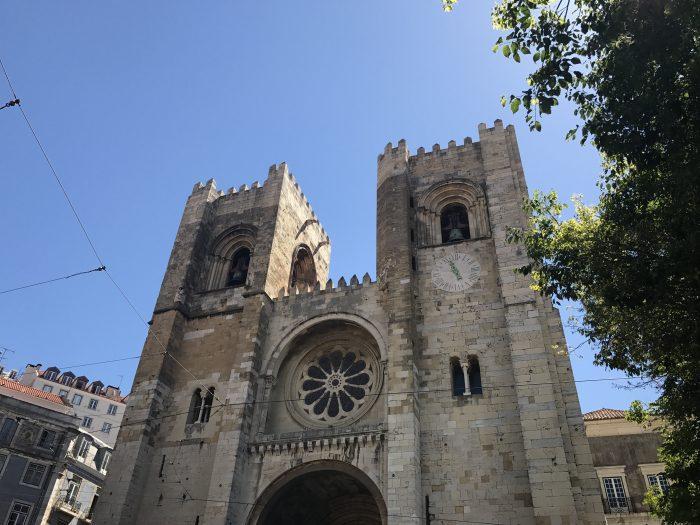 lisbon cathedral alfama 700x525 - A visit to Sao Jorge Castle & Alfama in Lisbon, Portugal