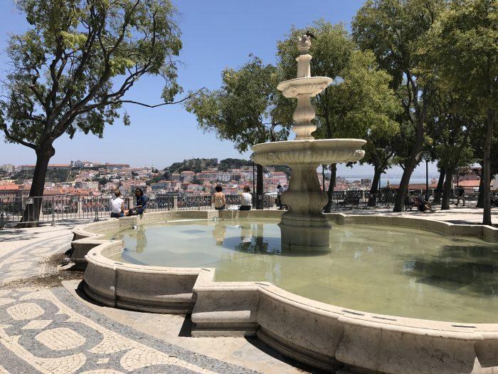 miradouro de sao pedro de alcantara 700x525 - A visit to Sao Jorge Castle & Alfama in Lisbon, Portugal