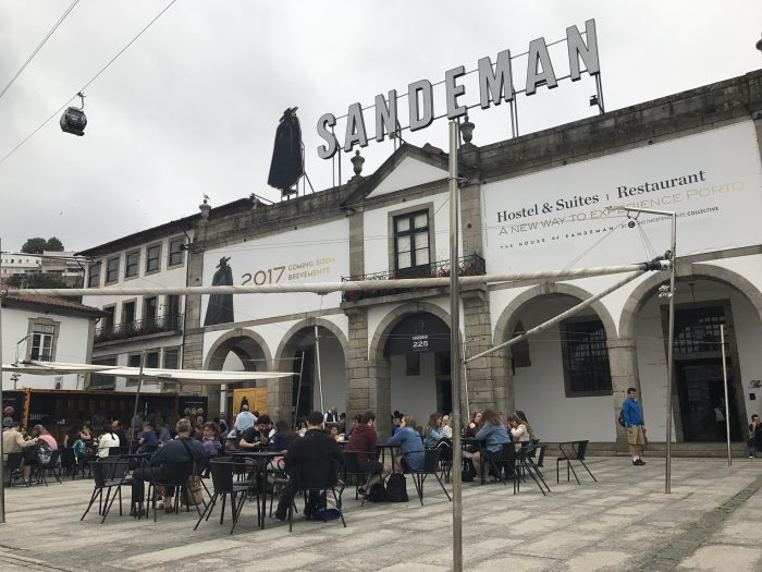 sandeman port house port tasting porto 700x525 - The guide to port tasting in Porto, Portugal
