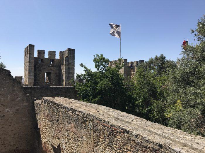 sao jorge castle walls 700x525 - A visit to Sao Jorge Castle & Alfama in Lisbon, Portugal