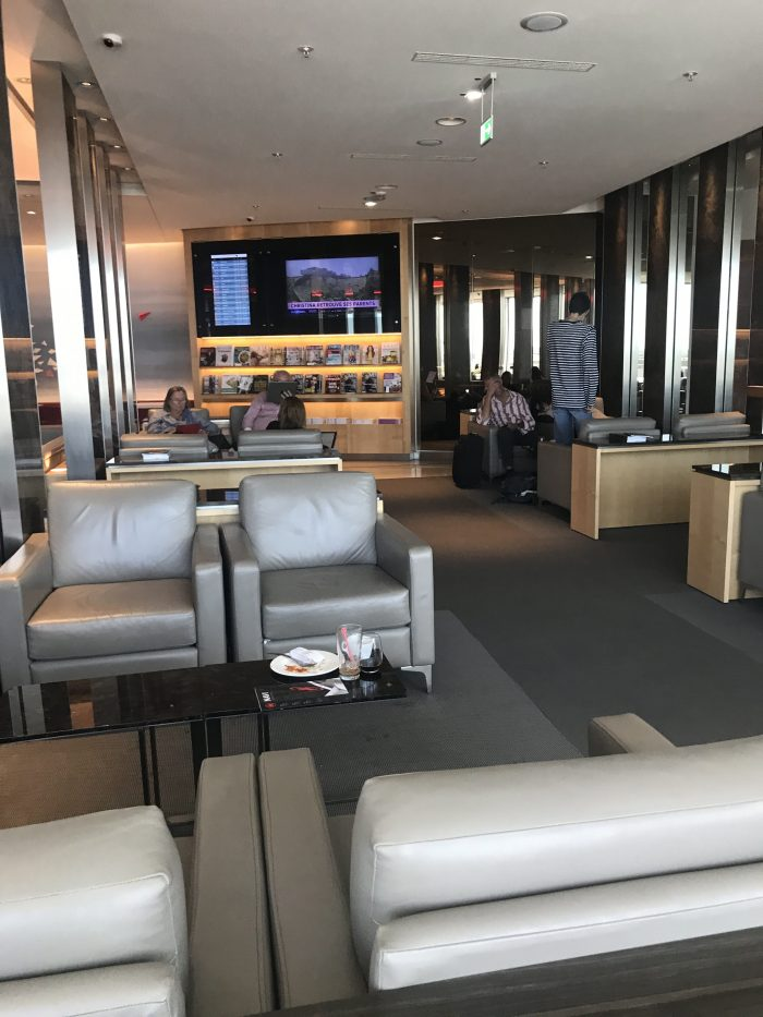air canada maple leaf lounge frankfurt airport 700x933 - Air Canada Maple Leaf Lounge Frankfurt Airport FRA review