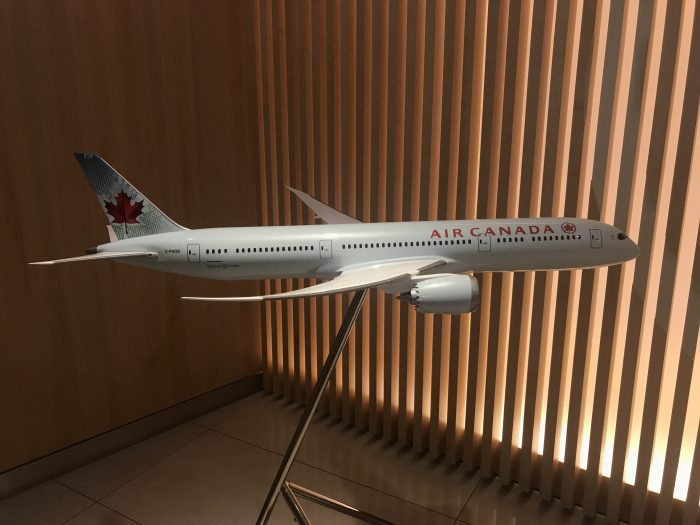 air canada maple leaf lounge frankfurt plane 700x525 - Air Canada Maple Leaf Lounge Frankfurt Airport FRA review