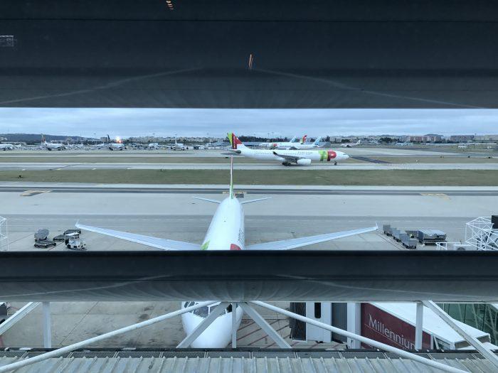 ana lounge lisbon runway view 700x525 - ANA Lounge Lisbon Airport LIS review