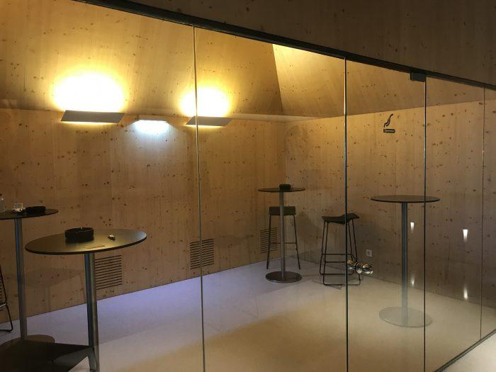 ana lounge lisbon smoking room 700x525 - ANA Lounge Lisbon Airport LIS review