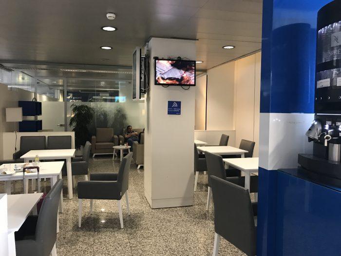 blue lounge lisbon 700x525 - Blue Lounge Lisbon Airport LIS review