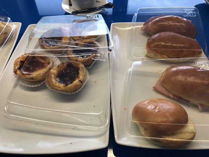blue lounge lisbon pasteis de nata 700x525 - Blue Lounge Lisbon Airport LIS review