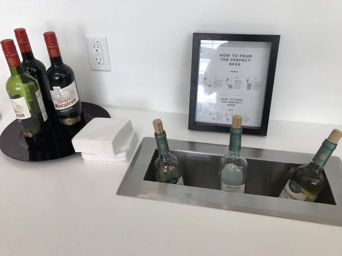 aspire lounge transborder departures calgary airport yyc wine 700x525 - Aspire Lounge Transborder Departures Calgary Airport YYC review