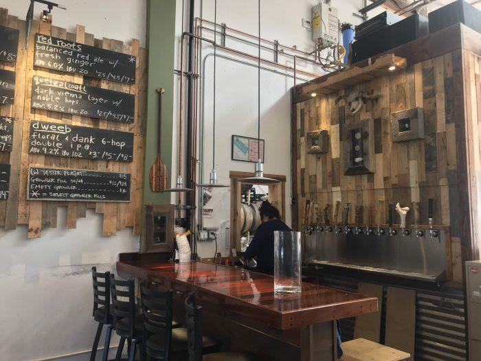 brewlab carpinteria bar beer 700x525 - The best craft beer in Carpinteria, California