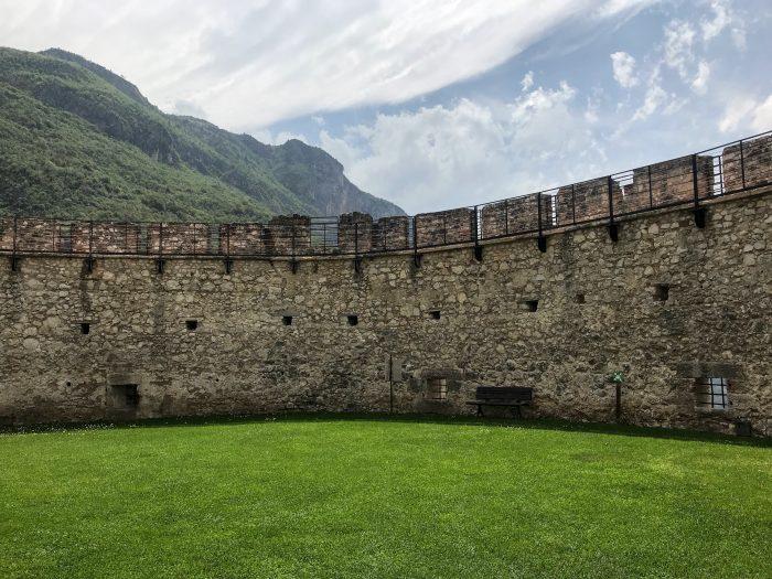 castel beseno walls courtyard 700x525 - A visit to Castel Beseno near Trento, Italy
