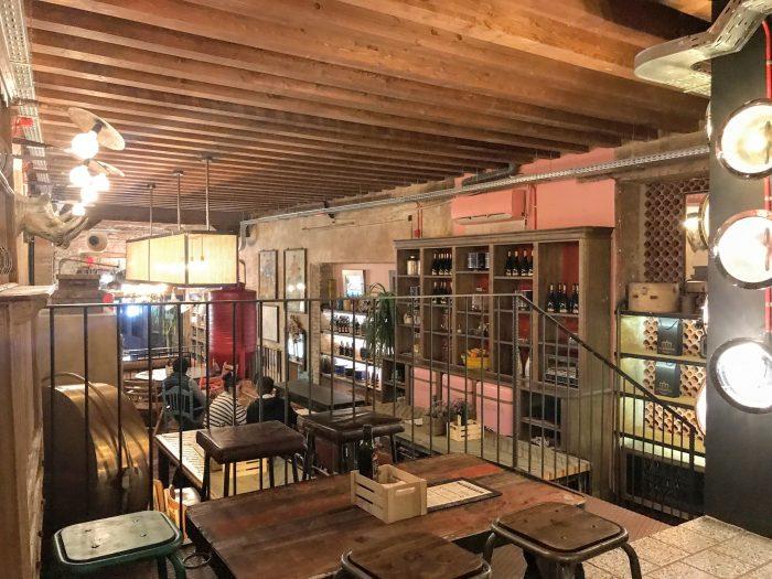la hermosa cerveza sacromonte craft beer bar granada 700x525 - The best craft beer in Granada, Spain