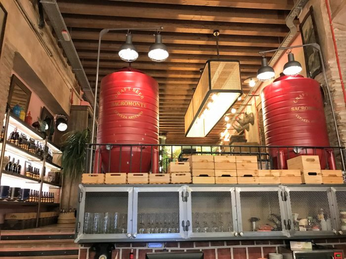 la hermosa cerveza sacromonte craft beer brewery granada 700x525 - The best craft beer in Granada, Spain