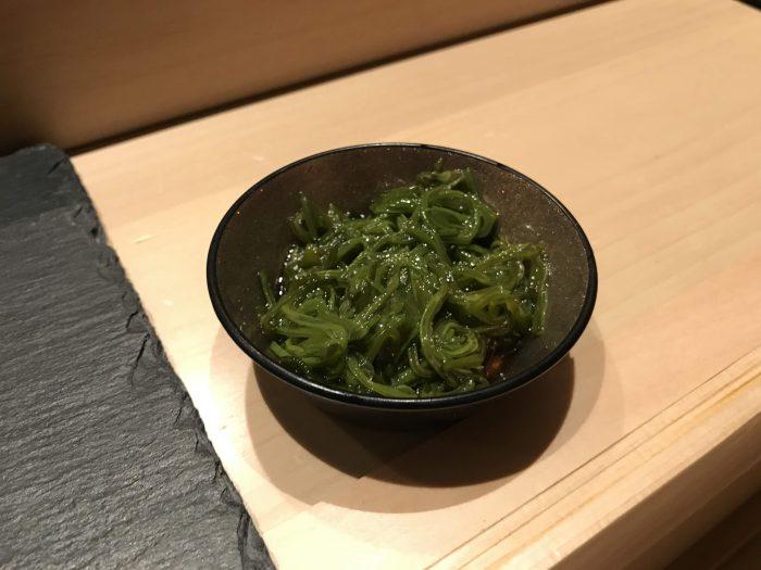 manten sushi marunouchi omakase seaweed salad 700x525 - Eating omakase at Manten Sushi Marunouchi in Tokyo, Japan