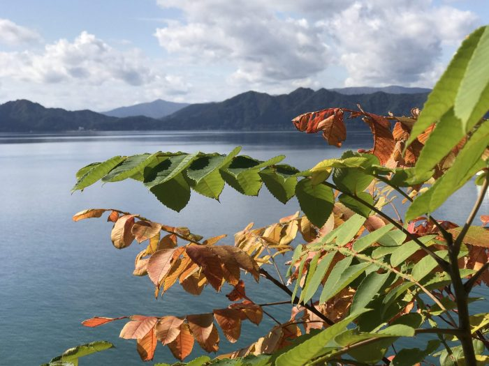 lake tazawa autumn 700x525 - A day trip from Morioka to Lake Tazawa, Japan