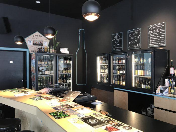 beer lovers bar bottles craft beer antwerp 700x525 - The best craft beer in Antwerp, Belgium