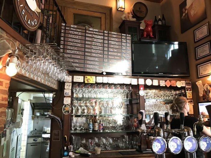 billies beer kafetaria 700x525 - The best craft beer in Antwerp, Belgium