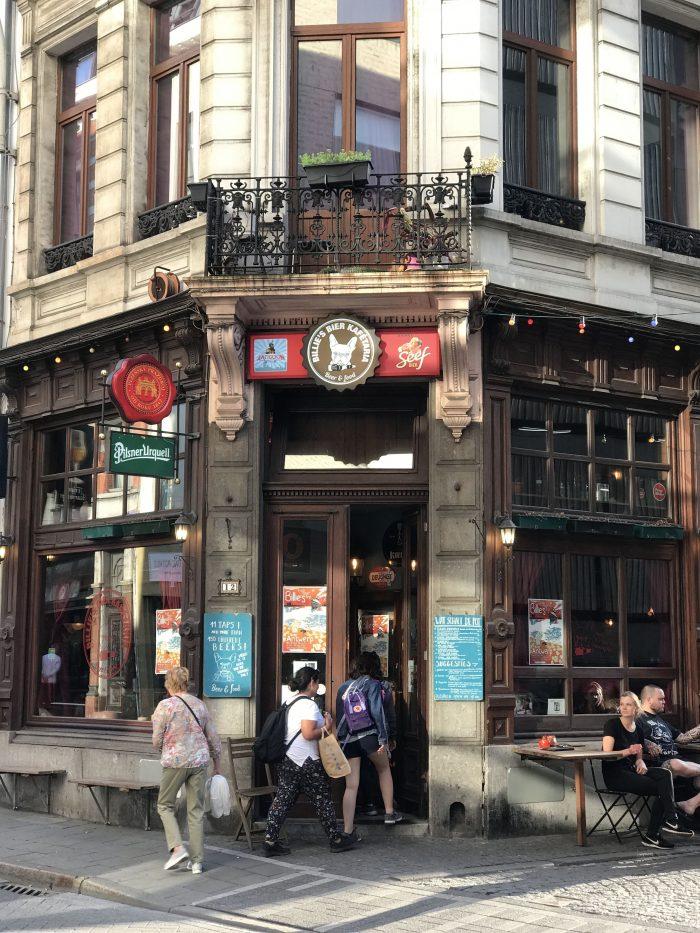 billies beer kafetaria craft beer antwerp 700x933 - The best craft beer in Antwerp, Belgium
