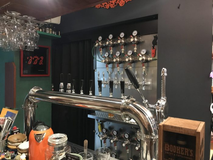 craft beer cafe bar synchronicity yokohama 700x525 - The best craft beer in Yokohama, Japan