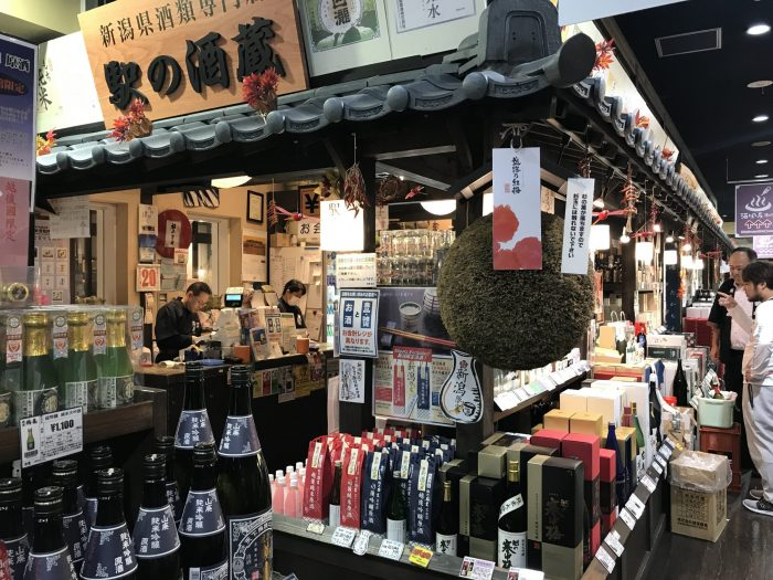 echigo yuzawa sake bottle shop 700x525 - The guide to sake in Yuzawa, Japan