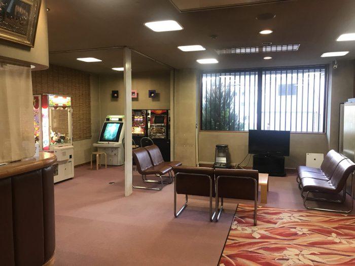yuzawa hotel lobby 700x525 - A stay at an onsen ryokan in Yuzawa, Japan