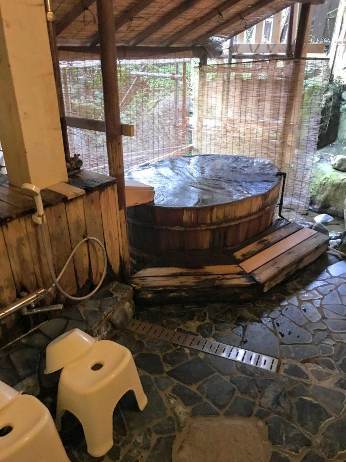 yuzawa hotel onsen bath 700x933 - A stay at an onsen ryokan in Yuzawa, Japan