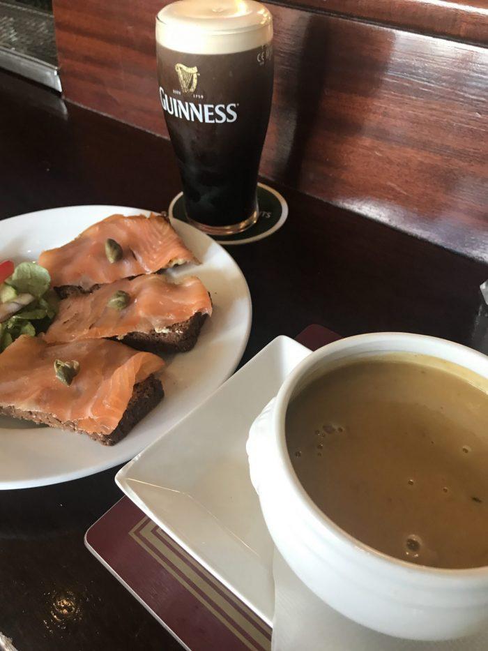 finnegans dalkey pub lunch guinness 700x933 - A day trip from Dublin to Dalkey, Ireland