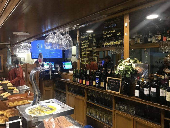 bar desy san sebastian craft beer 700x525 - 12 great places for craft beer in San Sebastián, Spain
