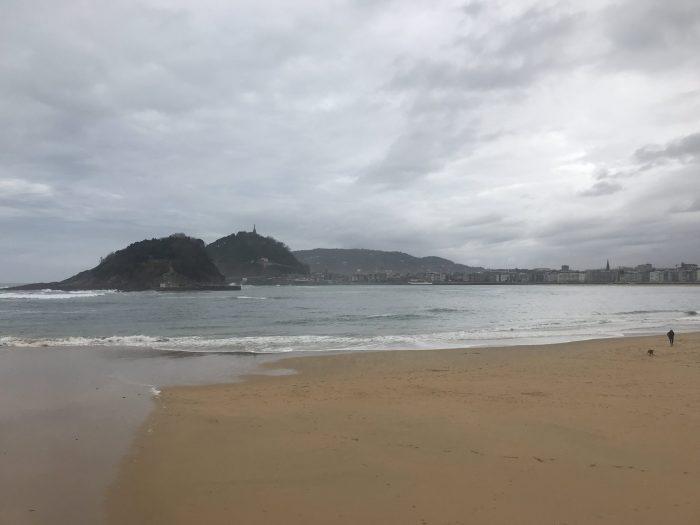 ondarreta beach san sebastian 700x525 - A walk along the San Sebastian promenade to Chillida's Comb of the Wind