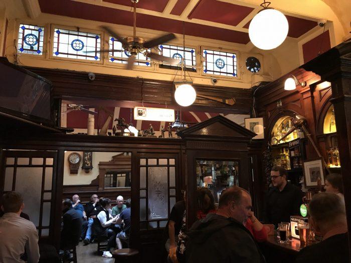 palace bar dublin victorian pub 700x525 - The 16 Victorian pubs in Dublin, Ireland