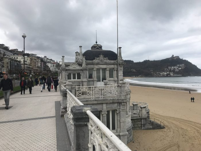 san sebastian promenade la concha 700x525 - A walk along the San Sebastian promenade to Chillida's Comb of the Wind