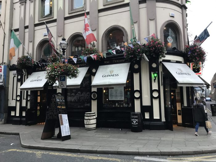 slatterys dublin victorian pub 700x525 - The 16 Victorian pubs in Dublin, Ireland