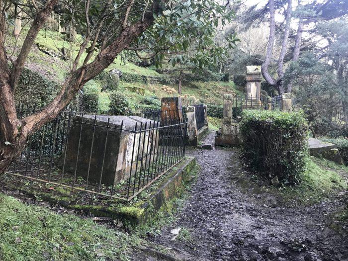 english cemetery monte urgull 700x525 - Monte Urgullin San Sebastian, Spain