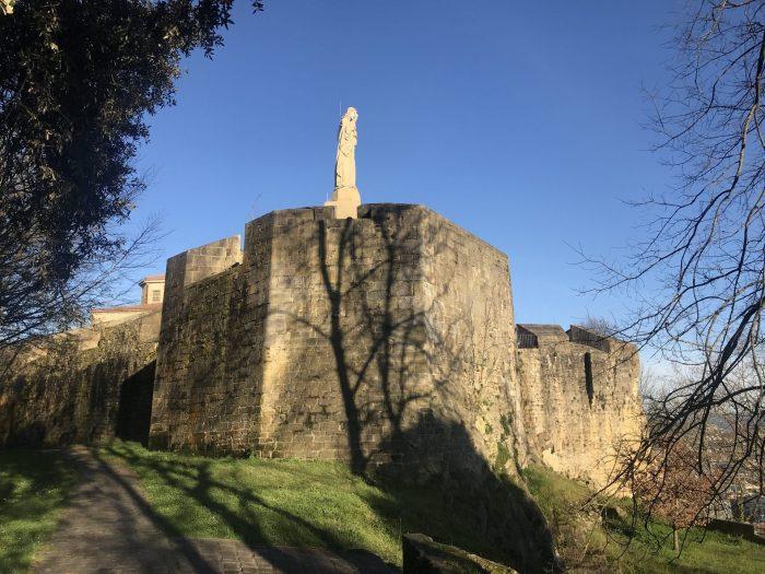la mota castle monte urgull 700x525 - Monte Urgullin San Sebastian, Spain