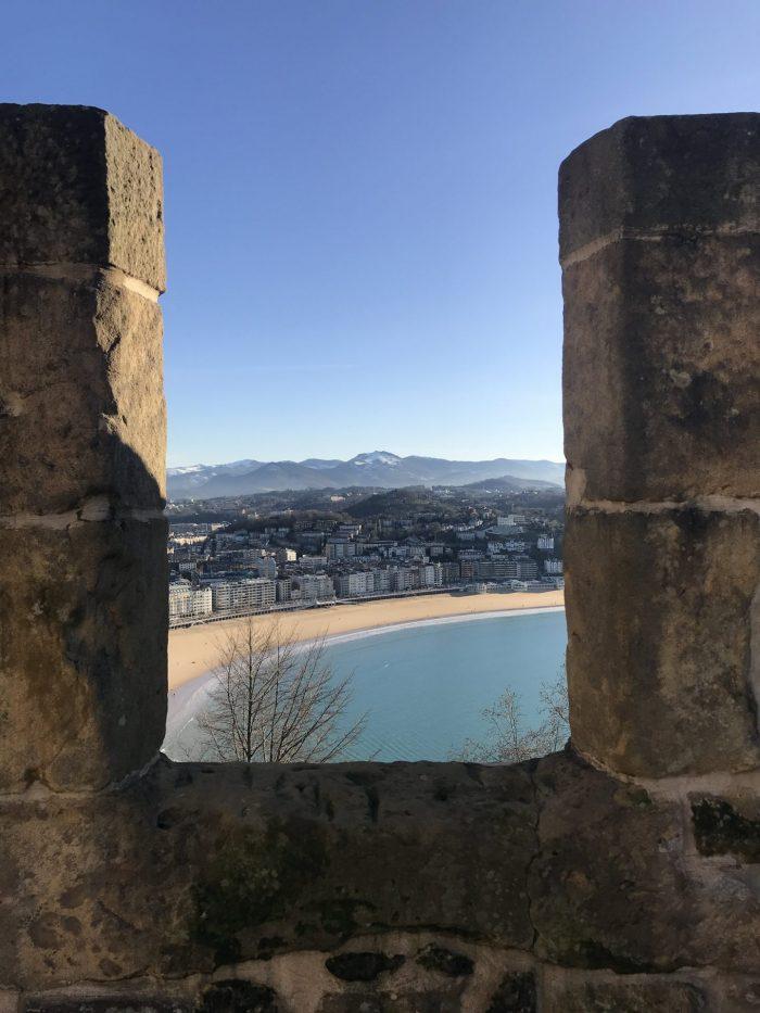 la mota castle san sebastian 700x933 - Monte Urgullin San Sebastian, Spain