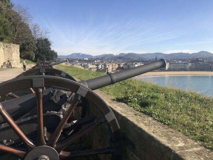 ladies battery bateria de las damas monte urgull san sebastian 700x525 - Monte Urgullin San Sebastian, Spain