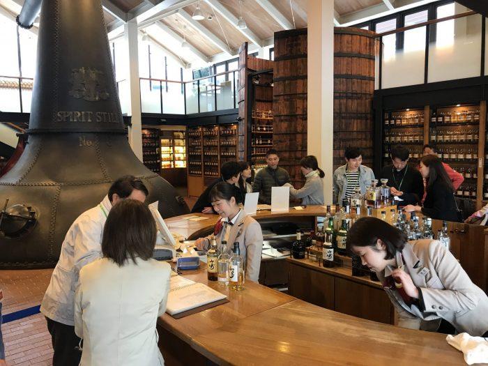 yamazaki distillery tasting room 700x525 - Yamazaki Distillery tour & tasting visit in Japan